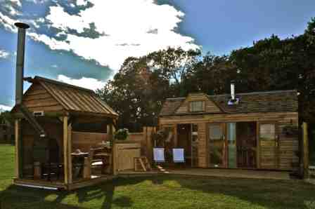 glamping-warwickshire-tiny-wooden-house-1