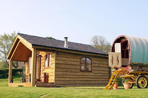 glamping-shropshire-hills-hill-side-gypsy-caravan-holidays