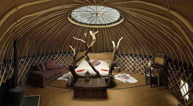glamping-dorset-lyme-regis-axminster-crafty-camping-coracle-yurt-a