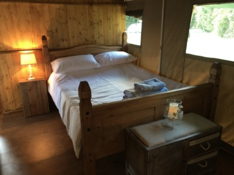 glamping-norfolk-swallow-park-safari-tent-bedroom