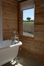 glamping-hampshire-cedar-valley-bathroom
