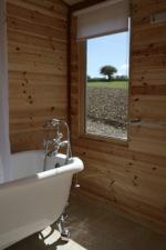 glamping-hampshire-cedar-valley-bathroom