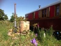 glamping-scotland-roulotte-retreat-eco-hot-tub