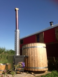glamping-scotland-roulotte-retreat-zen-hot-tub