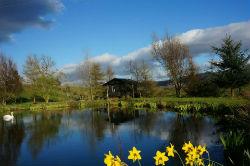 glamping-scotland-craighead-wee-howf-by-lake-s