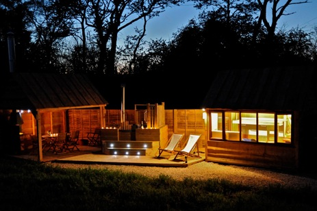 glamping-warwickshire-with-hot-tub-teeney-weeny-house-at-night