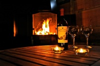 glamping-warwickshire-with-hot-tub-teeny-weeny-wine