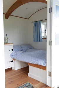 glamping-cornwall-hut-retreat-bedroom-s
