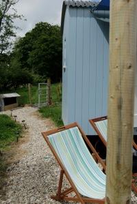 glamping-cornwall-hut-retreat-deckchairs-s