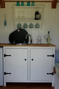 glamping-cornwall-hut-retreat-kitchen-s