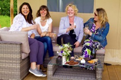 glamping-wales-drovers-rest-wine-on-deck