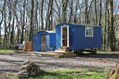 MANDINAM Glamping Wales with Hot Tub