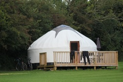 glamping-cornwall-luxury-cornish-yurts-wetsuits-and-bikes-s
