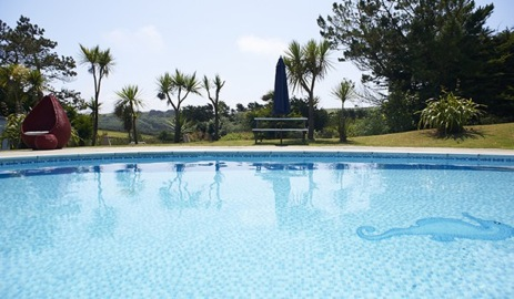 glamping-cornwall-the-park-mawgan-porth-outdoor-pool_2
