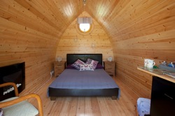 glamping-wiltshire-stonehenge-campsite-butterfly-pod-s