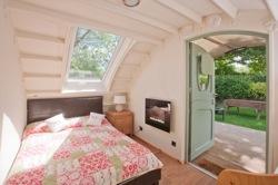 glamping-wiltshire-stonehenge-campsite-eden-pod-s