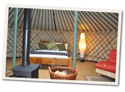 galmping-cornwall-east-thorne-yurt-interior-s