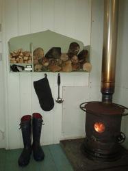 glamping-cornwall-hideaway-huts-woodburner-s