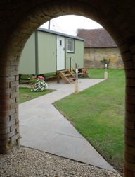 glamping-the-cotswolds-manor-farm-shepherds-hut-s