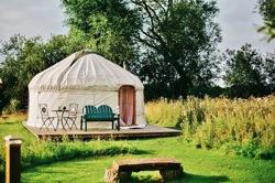 glamping-yorkshire-acorn-glade-yurt-deck-s