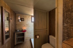glamping-hampshire-featherdown-farms-log-cabin-bathroom-s