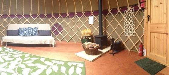 glamping-hertfordshire-northaw-orchard-yurt-interior