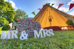 glamping-norfolk-2posh-2pitch-wedding-tents-s