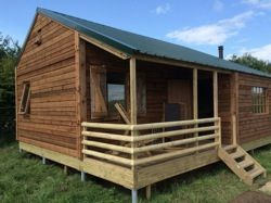 glamping-somerset-featherdown-farms-log-cabin-at-warren