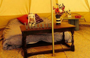 glamping-wales-beavers-retreat-bell-tent-night-time-s