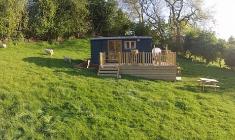 glamping-wales-buenos-huts-with-deck