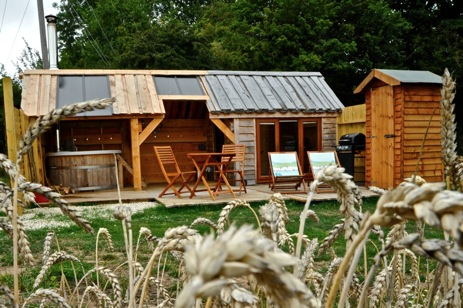 TEENY WEENY HOUSE Glamping Warwickshire with Hot Tub