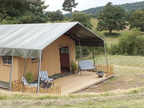 glamping-worcestershire-ling-safari-tent-field