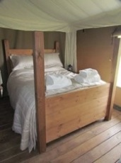 glamping-worcestershire-with-hot-tub-woodhouse-farm-wooden-bed-s