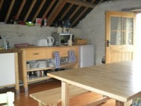 glamping-cornwall-with-hot-tub-treemer-farm-kitchen-s