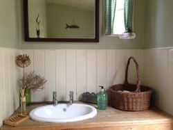 glamping-sussex-the-original-hut-comapny-wash-basin-s
