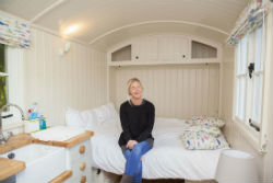 glamping-hampshire-meon-springs-huts-bed-s