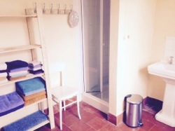 glamping-shropshire-barnutopia-shower-s