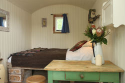 glamping-sussex-sumner-ponds-shepherds-hut-interior-s