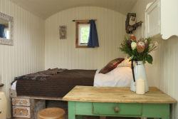 glamping-sussex-sumner-ponds-shepherds-hut-interior-s
