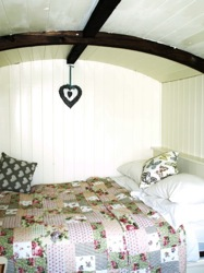 glamping-derbyshire-the-peak-district-new-hanson-bed-s