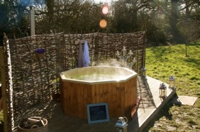 glamping-kent-with-hot-tub-gooseberry-s