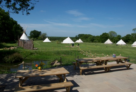 glamping-kent-with-hot-tub-the-bell-tent-field