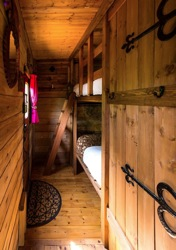 glamping-suffolk-secret-meadows-hobbit-box-s