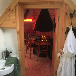 glamping-suffolk-with-hot-tub-forest-haven-interior-S