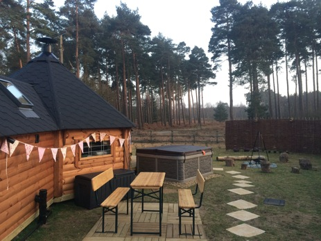 FOREST HAVEN EAST GATE LODGE Glamping Suffolk with Hot Tub