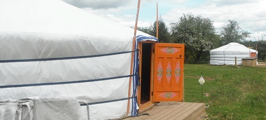 glamping-west-midlands-with-hot-tub-the-yurt-field