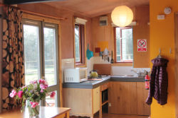 glamping-derbyshire-ashbourne-camping-cabin-kitchen-s