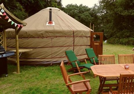 glamping-north-norfolk-swallowtails-campsite-yurt-field