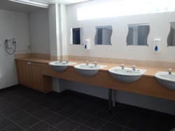 glamping-yorkshire-pinewood-bathrooms-s