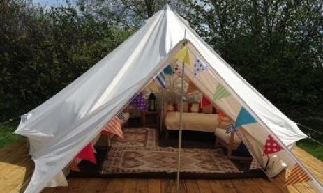glamping-yorkshire-stonebridge-fishing-lakes-bell-tent